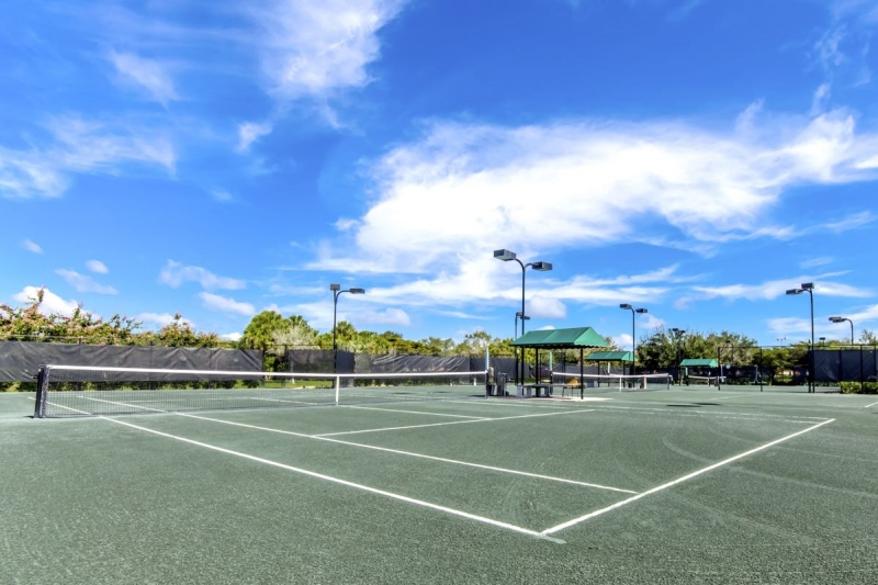 4 Lighted Clay Tennis Courts