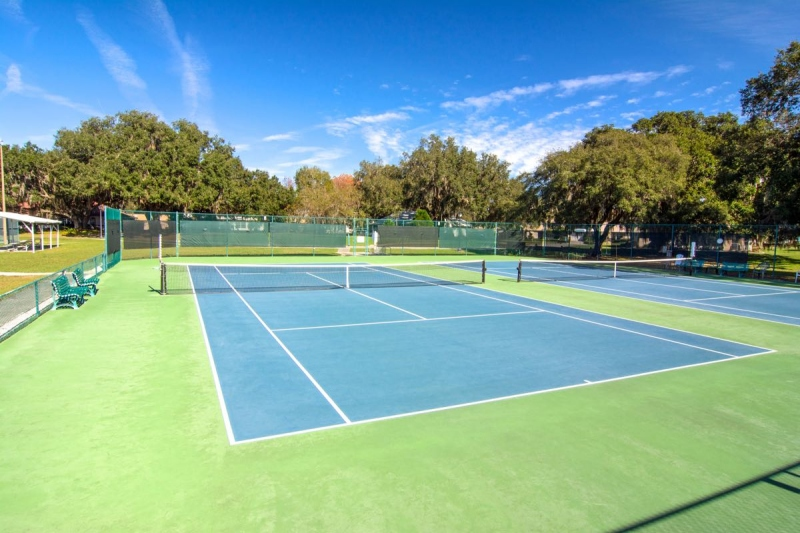 6 Tennis Courts