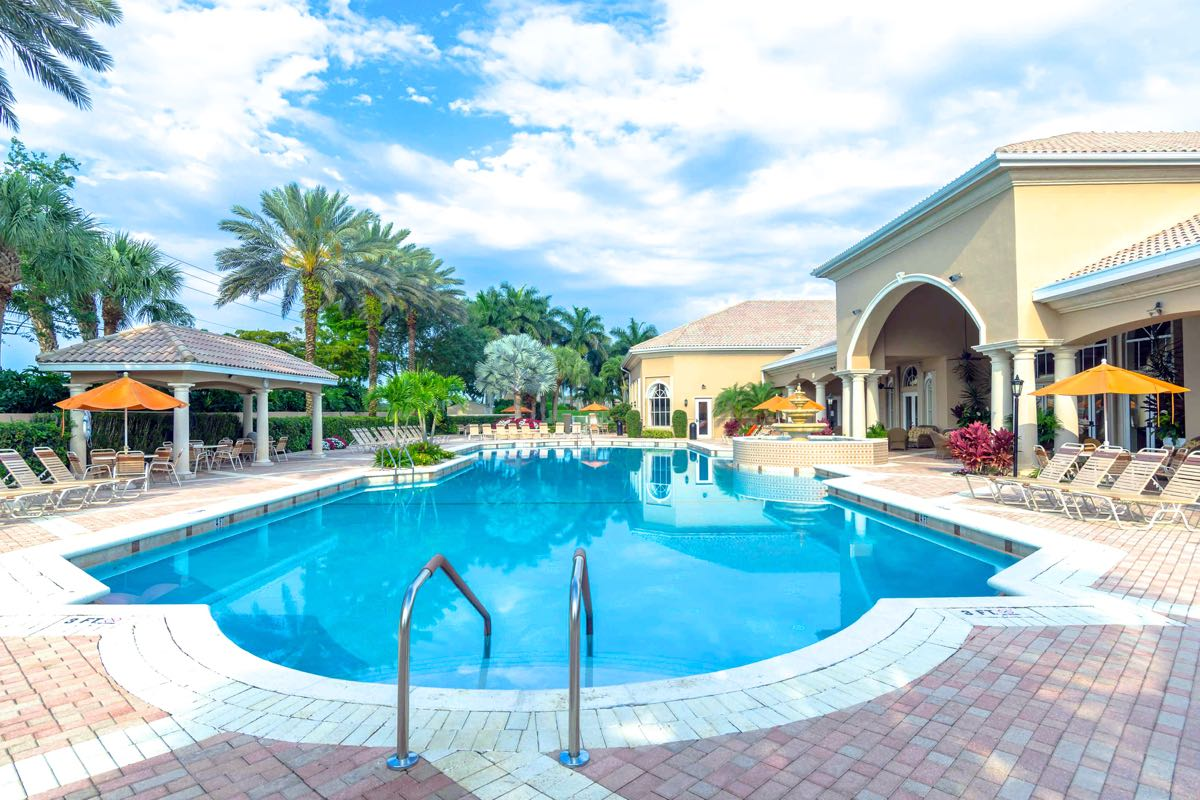 Delray beach 55 communities over 55 communities in Retirement villages with swimming pools