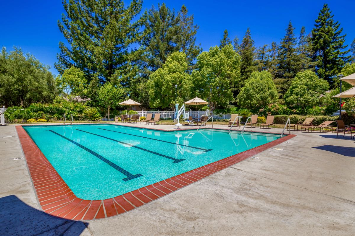 Vineyard Center Outdoor Pool