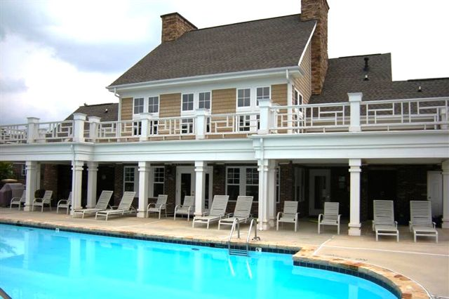Community Clubhouse & Outdoor Pool
