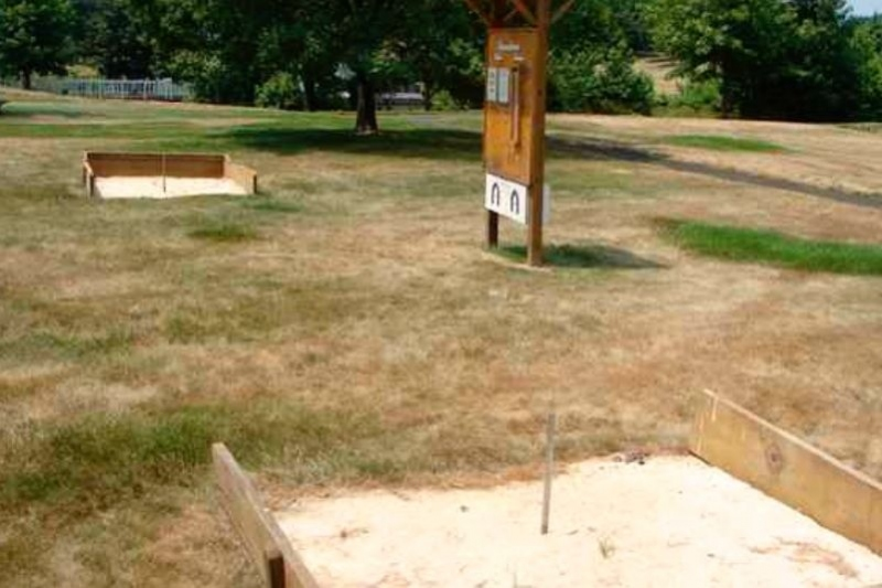 2 Horseshoe Pits