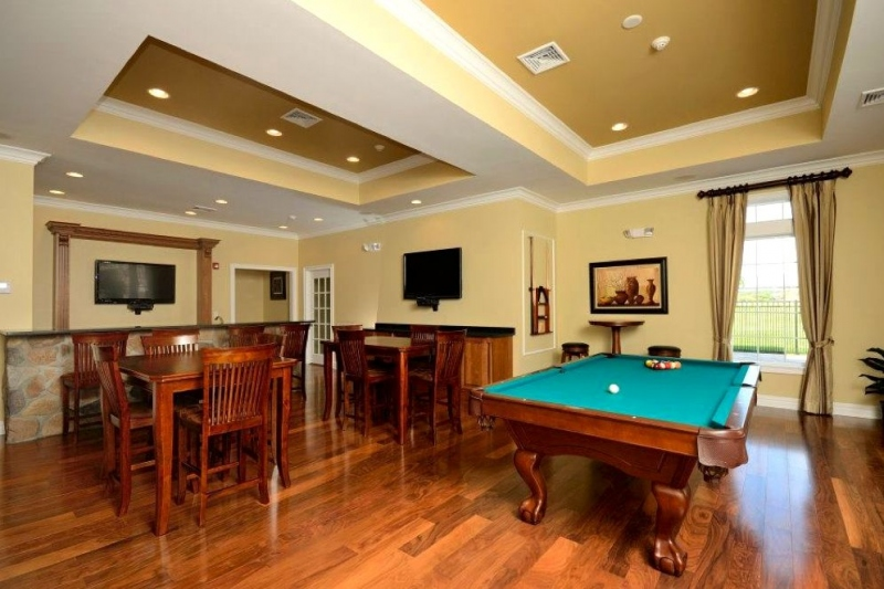 Billiards Room & Bar