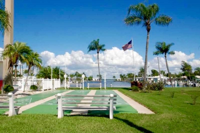 Spanish Main Yacht Club Longboat Key Fl 55places Com
