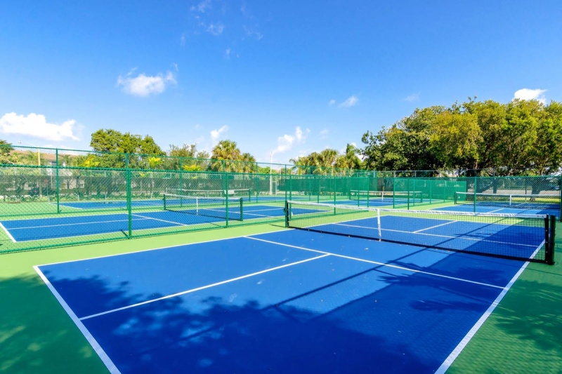 15 Tennis Courts