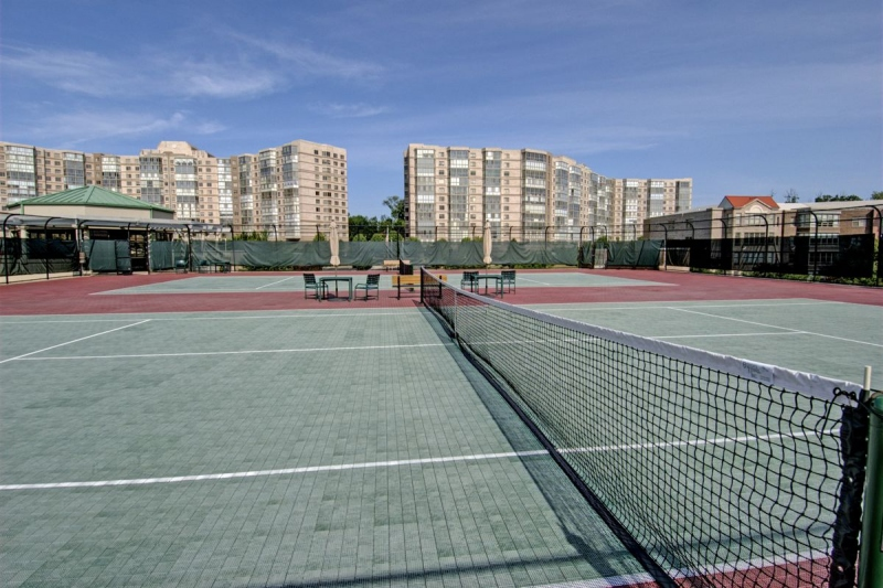 2 Tennis Courts