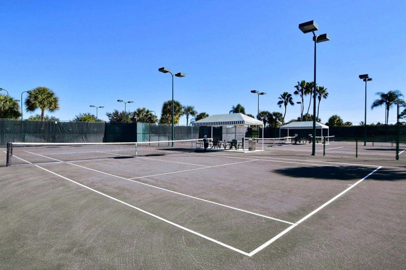 10 Lighted Har-Tru Tennis Courts
