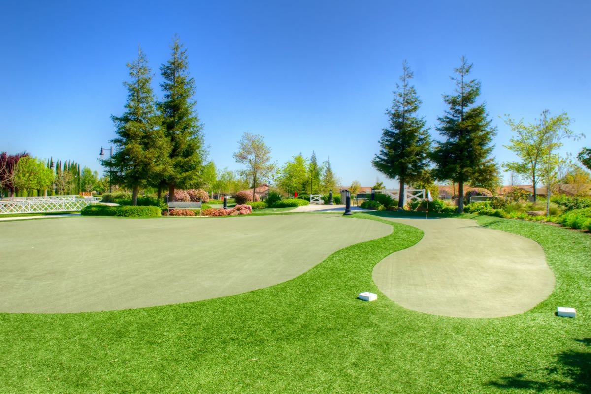 18-Hole Putting Green